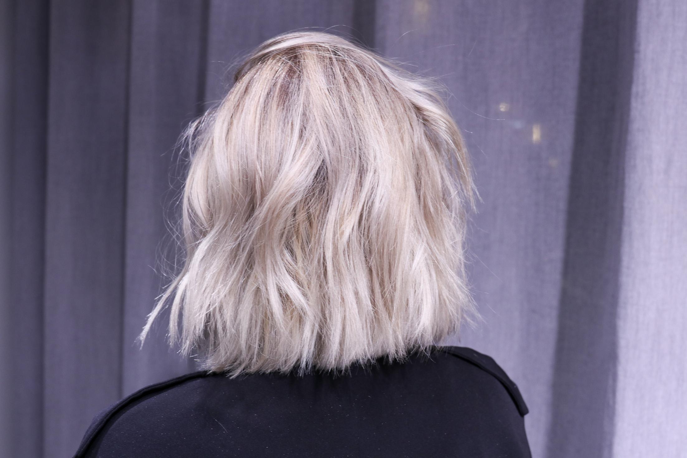 färga håret silvergrått