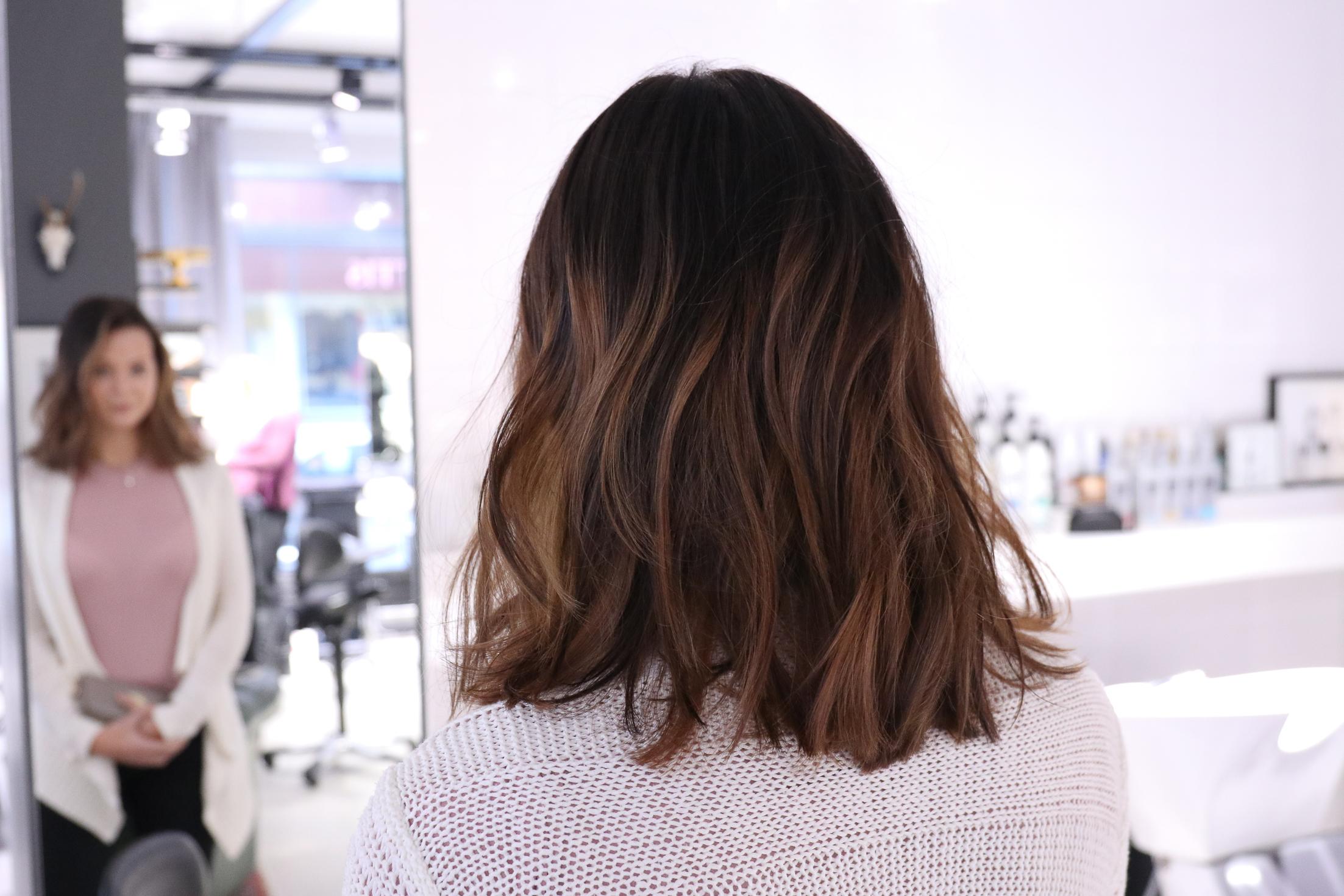 ljusbrunt hår med slingor