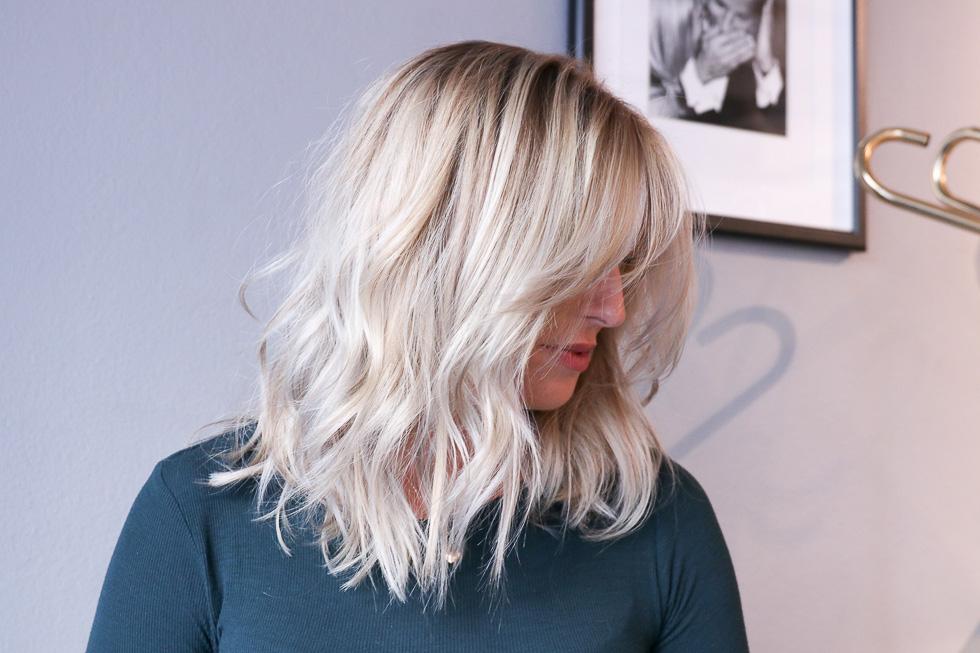 Jag klippte en kortare lob på Nicole för längesedan och håret hade vuxit ut  den bra bit. Nicole ville låta håret vara och endast klippa topparna 8deb1b98914bb