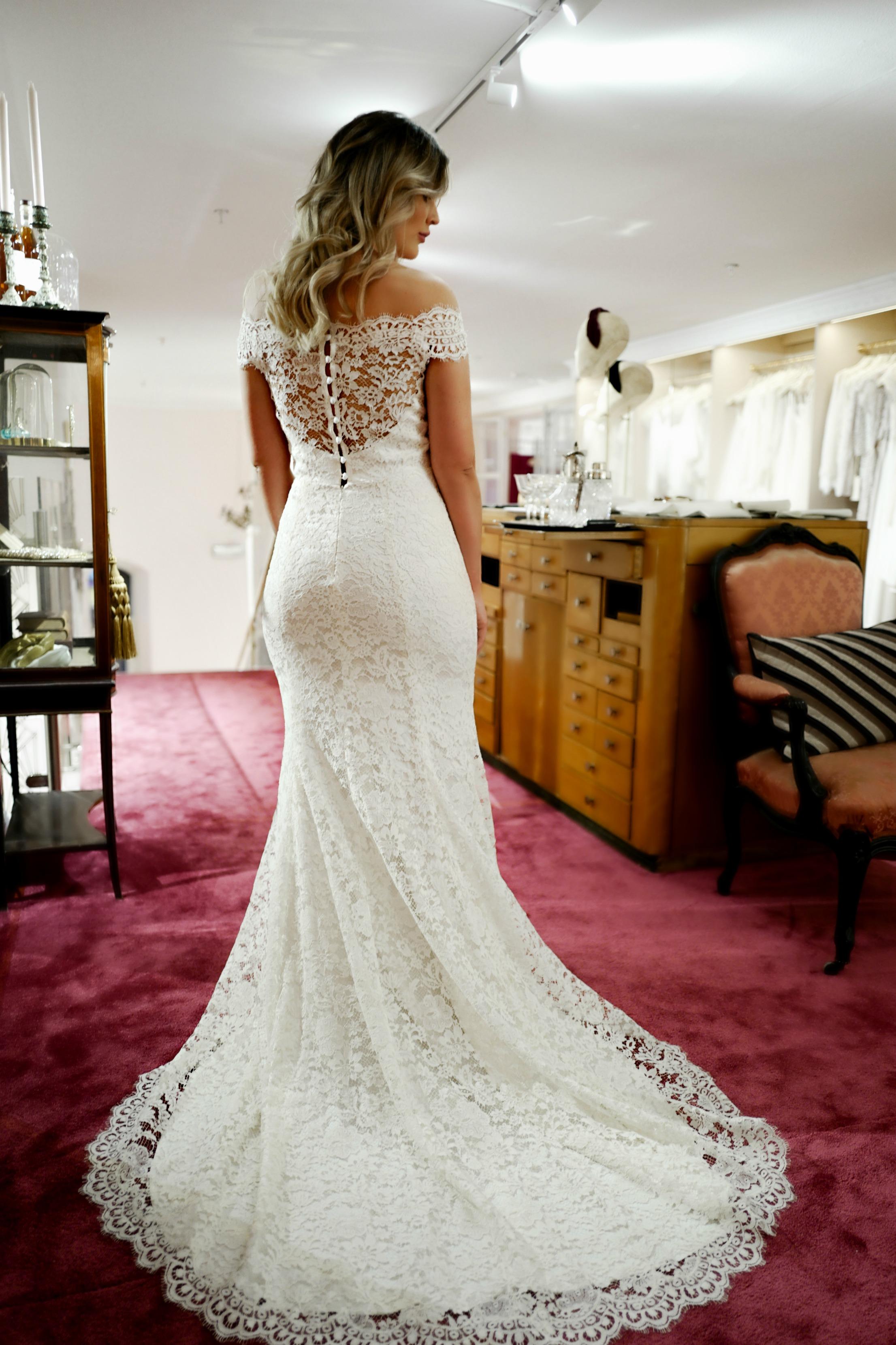 3b201a4496de ... testa bröllopsklänningar, att ha en hel övervåning för sig själv, med  sina bästa vänner med ett champagneglas i handen – det är en otrolig  upplevelse.